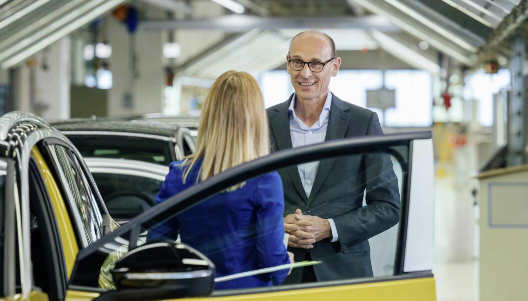 <b>VENTER SPENT: </b>VWs styreformann Ralf Brandstätter ved samlebåndet i Zwickau.