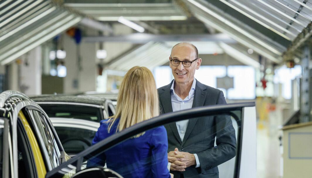 PLUGGER INN: Volkswagen-sjef Ralf Brandstätter fotografert på Zwickau-fabrikken i Tyskland.