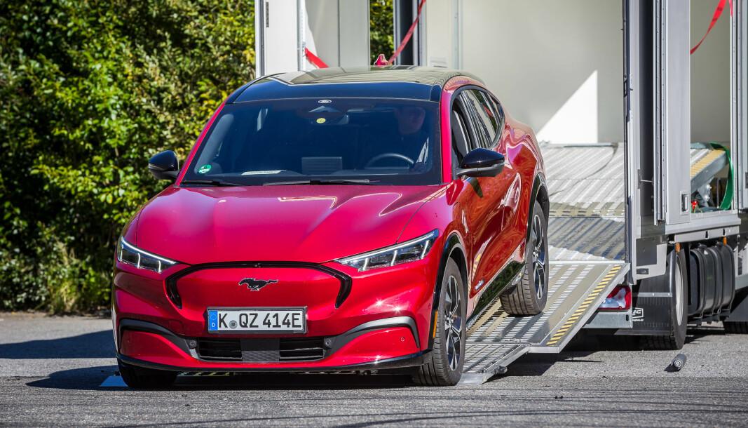 UTEN TAKSTATIV: Forrige uke kom den første Ford Mustang Mach-e til Norge uten takstativ, og slik blir det.