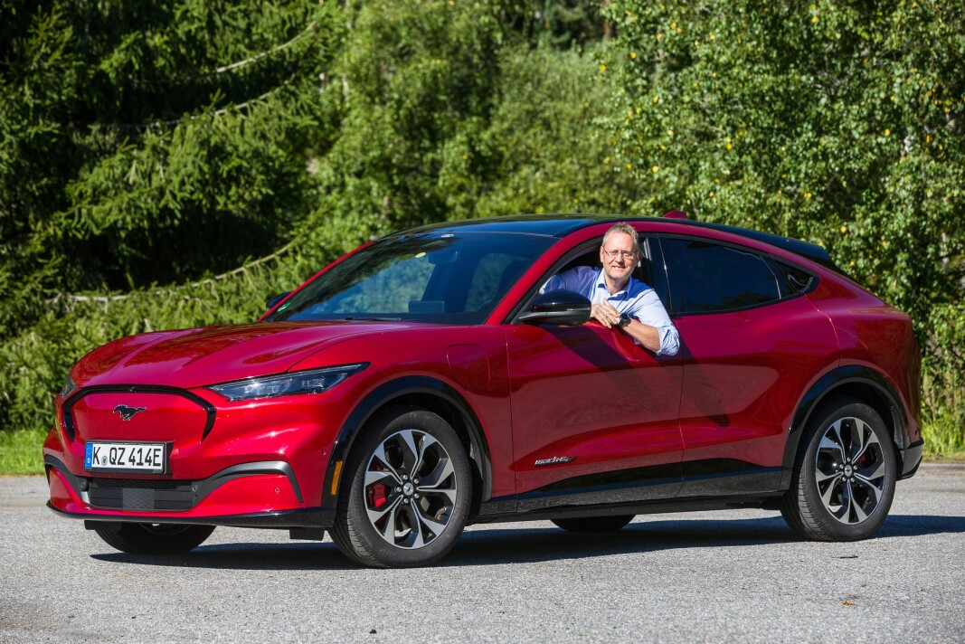 <b>KLAR FOR TEST:</b> Nye Ford Mustang Mach-e med Ford Norge-sjef Per Gunnar Berg.