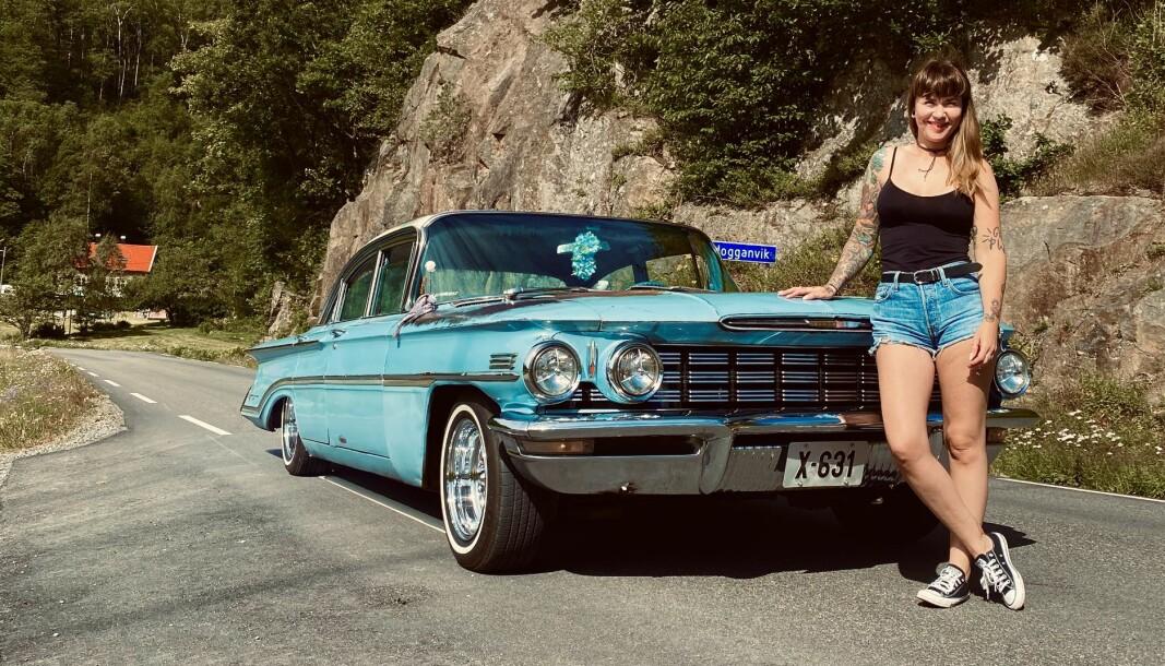 <b>STORMFORELSKET:</b> Cindy Langkaas og hennes 1960 Oldsmobile.