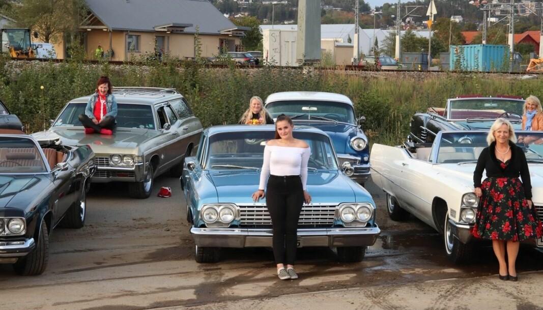 <b>PLASS TIL MANGE:</b> Bilen til Helen er romslig med plass til mange. Det er amcar-miljøet også.