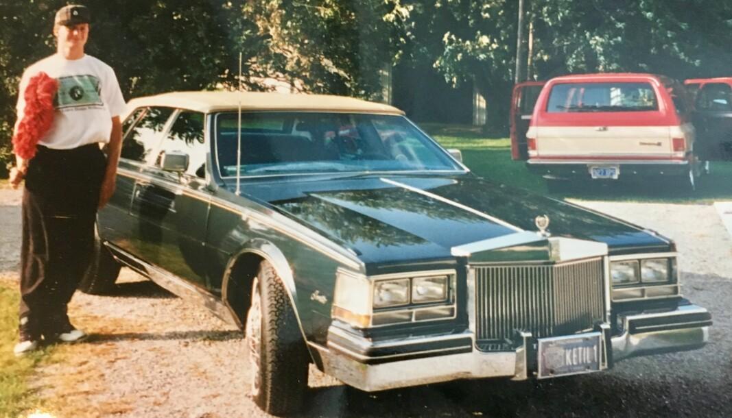 <b>DEBUTEN: </b>En ung Ketil Solvik-Olsen med sin første bil, en grønn Cadillac Seville.