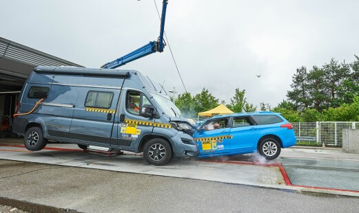 Så ekstremt er sammenstøt mellom bil og bobil