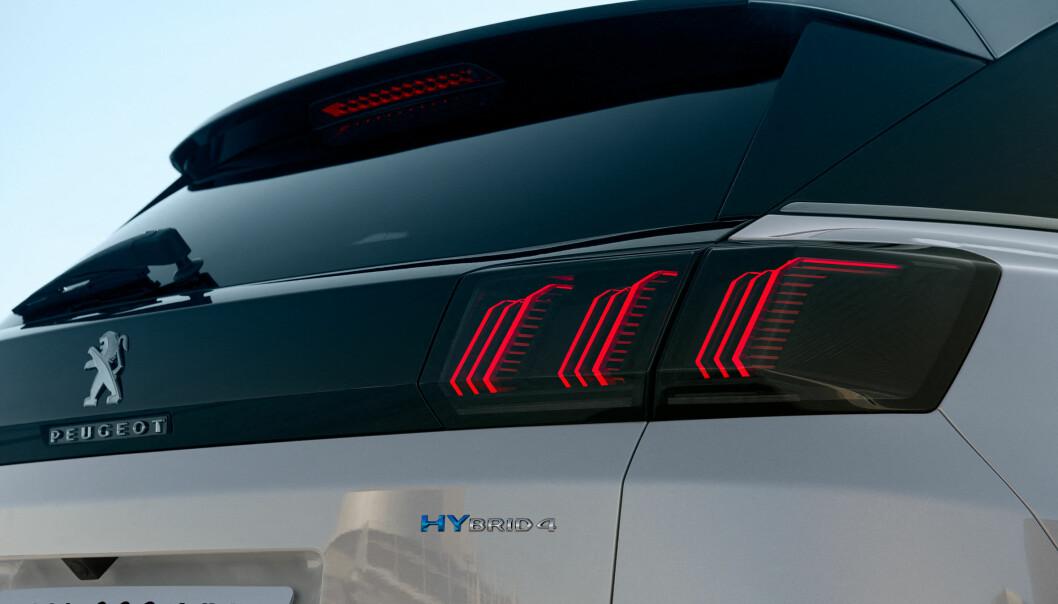 <b>SKARPERE:</b> Klørne i baklyset er blitt tynnere og skarpere. Hybrid 4 står for firehjulsdrift og elektrisk drift i over 50 kilometer.