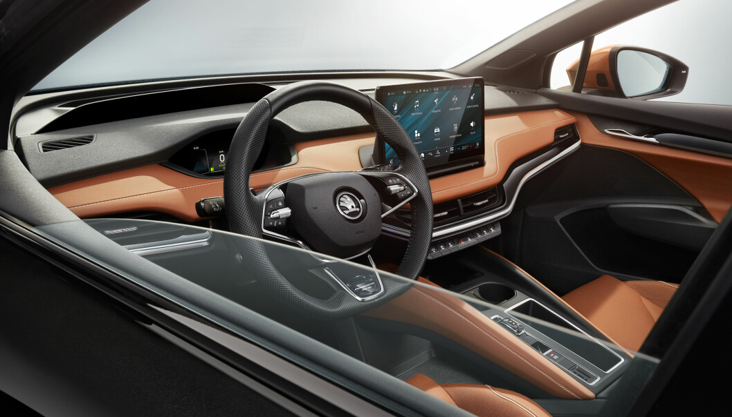 """<span class="""" font-weight-bold"""" data-lab-font_weight_desktop=""""font-weight-bold"""">FORVENTNING:</span> Mange nordmenn gleder seg til å sette seg inn i dette førermiljøet i Skodas elektriske SUV."""