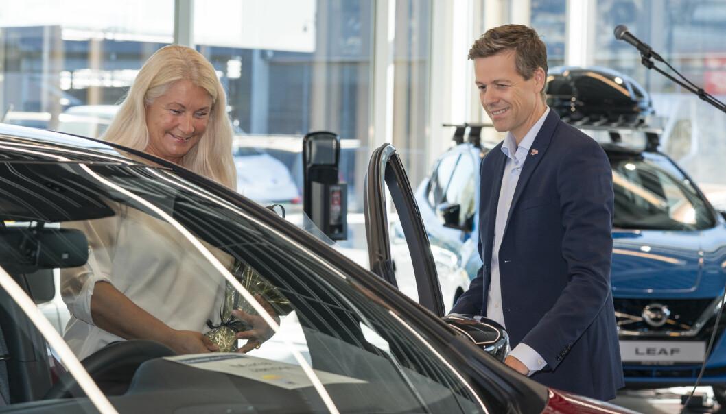 <b>INNVIELSE: </b>Samferdselsministeren åpnet døren for kunde Maria Jansen.