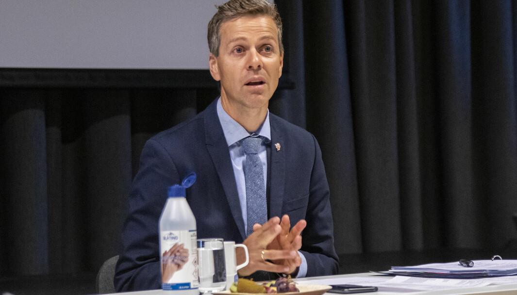 RASKERE MED HENGER: Samferdselsminister Knut Arild Hareide.