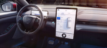 Advarer mot stadig større skjermer i bilen