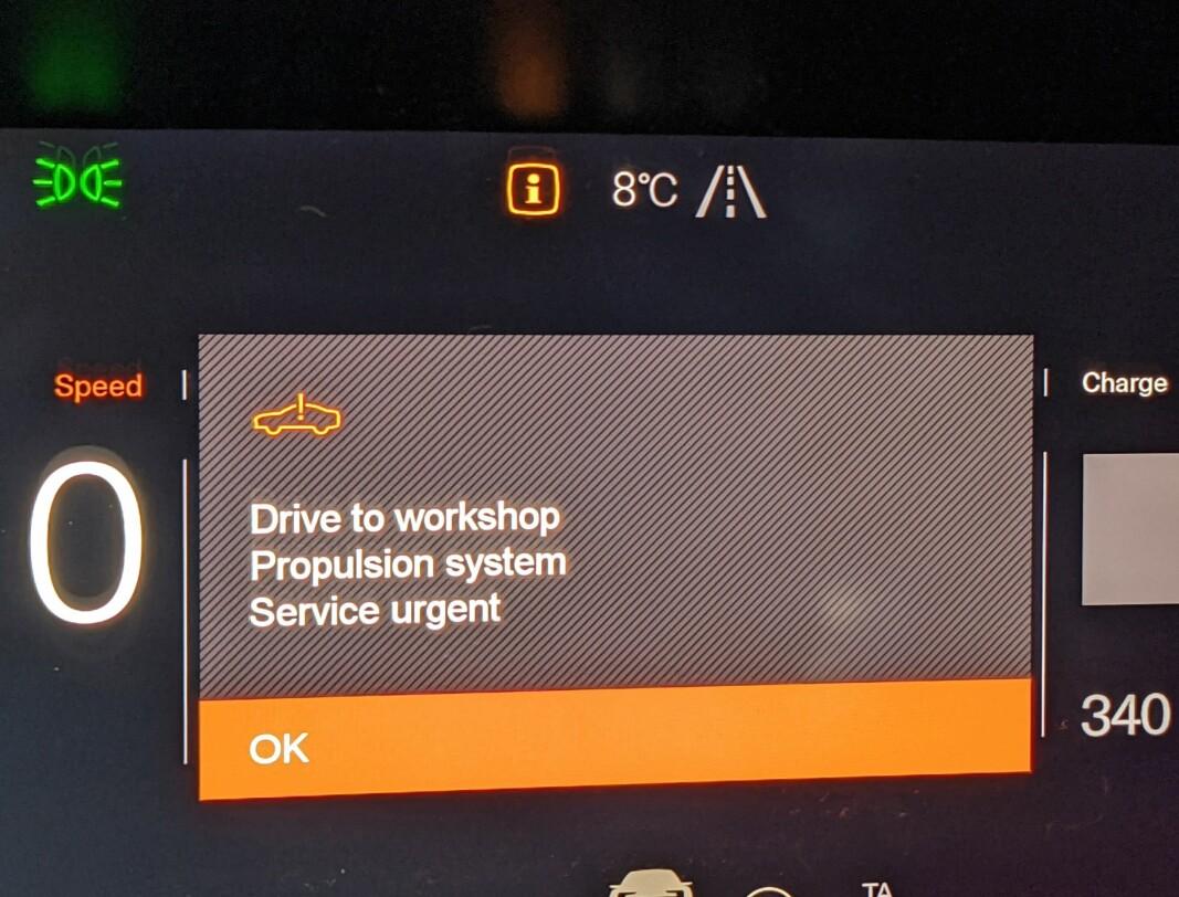 <b>SKUMMELT: </b>Her er en feilmelding som dukket opp på skjermen til en fersk Polestar 2-eier. Han venter fortsatt på reparasjon.