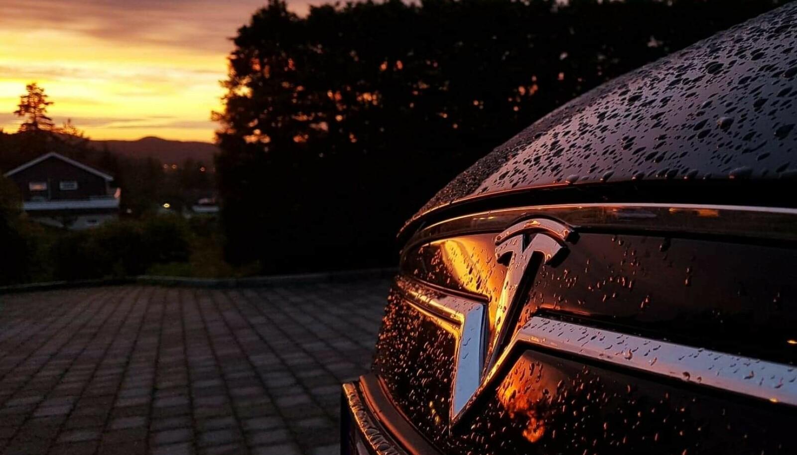 <b>NY NORSK KLASSIKER:</b> Tesla i solnedgang.