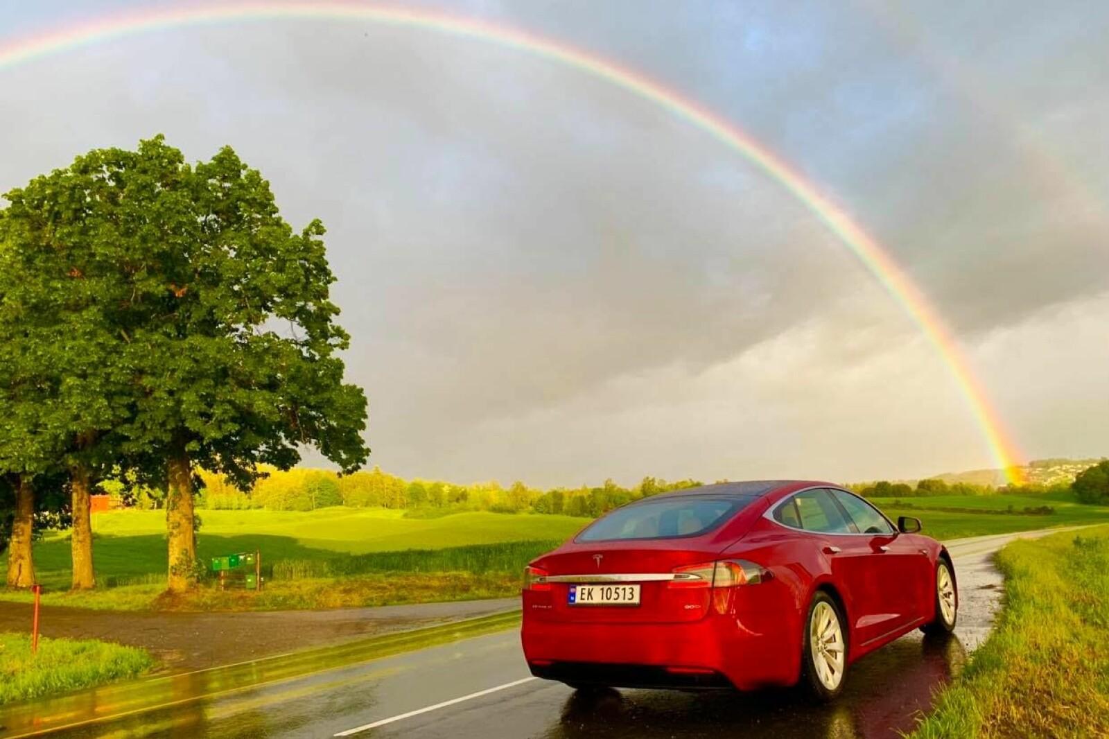 <b>BLINKSKUDD:</b> Noen øyeblikk bare MÅ foreviges, konstaterer Tesla-eier Vigdis Margrethe Løver. Og hvem kan være uenig i det?