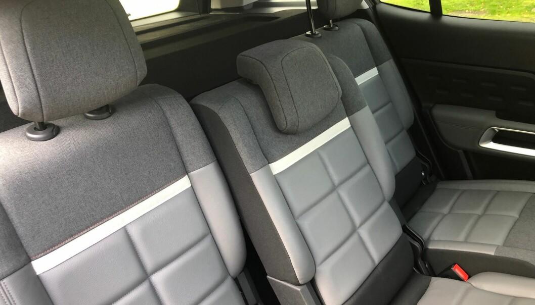 <b>JUSTERBARE</b>: Baksetene kan skyves individuelt 15 centimeter. Det gir høy fleksibilitet både for passasjerer og bagasje.