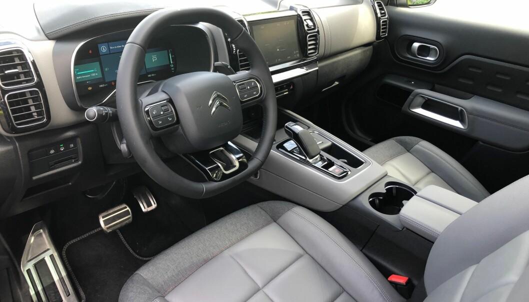 <b>TRIVELIG: </b>Citroën legger stor vekt på at interiøret, og spesielt setene, skal oppleves som hjemmekoselig.