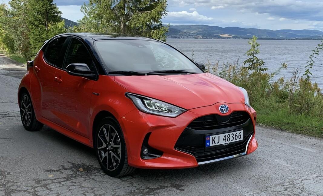 DYNAMISK OG BESTEMT: Toyota har gått for en fremoverrettet og sporty look på nye Yaris.
