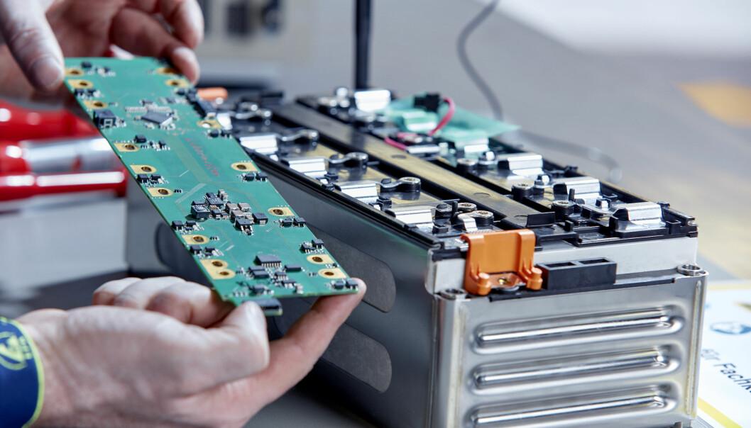 <b>INTENS FORSKNING: </b>Mercedes introduserer nå faststoffbatterier i en buss som skal i produksjon. (Bildet viser et NMC-litiumion-batteri).