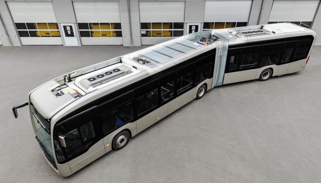 <b>FØRST MED FAST:</b> Dette er bussen eCitaro G, leddbussen som får de nye faststoffbatteriene. Den ommer i salg mot slutten av året.
