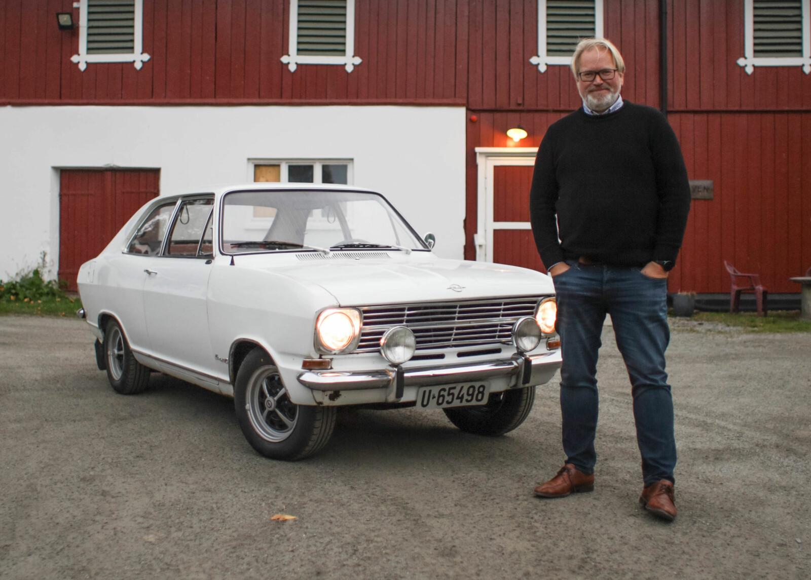 <b>OPEL ALLTID, UANSETT:</b> Stein Pettersen har vokst opp med Opel, lever med Opel og jobber med Opel. Opels PR- og informasjonssjef ruser rundt i sin Kadett Fastback når han ikke er på jobb hos importøren Bertel O. Steen i Lørenskog.