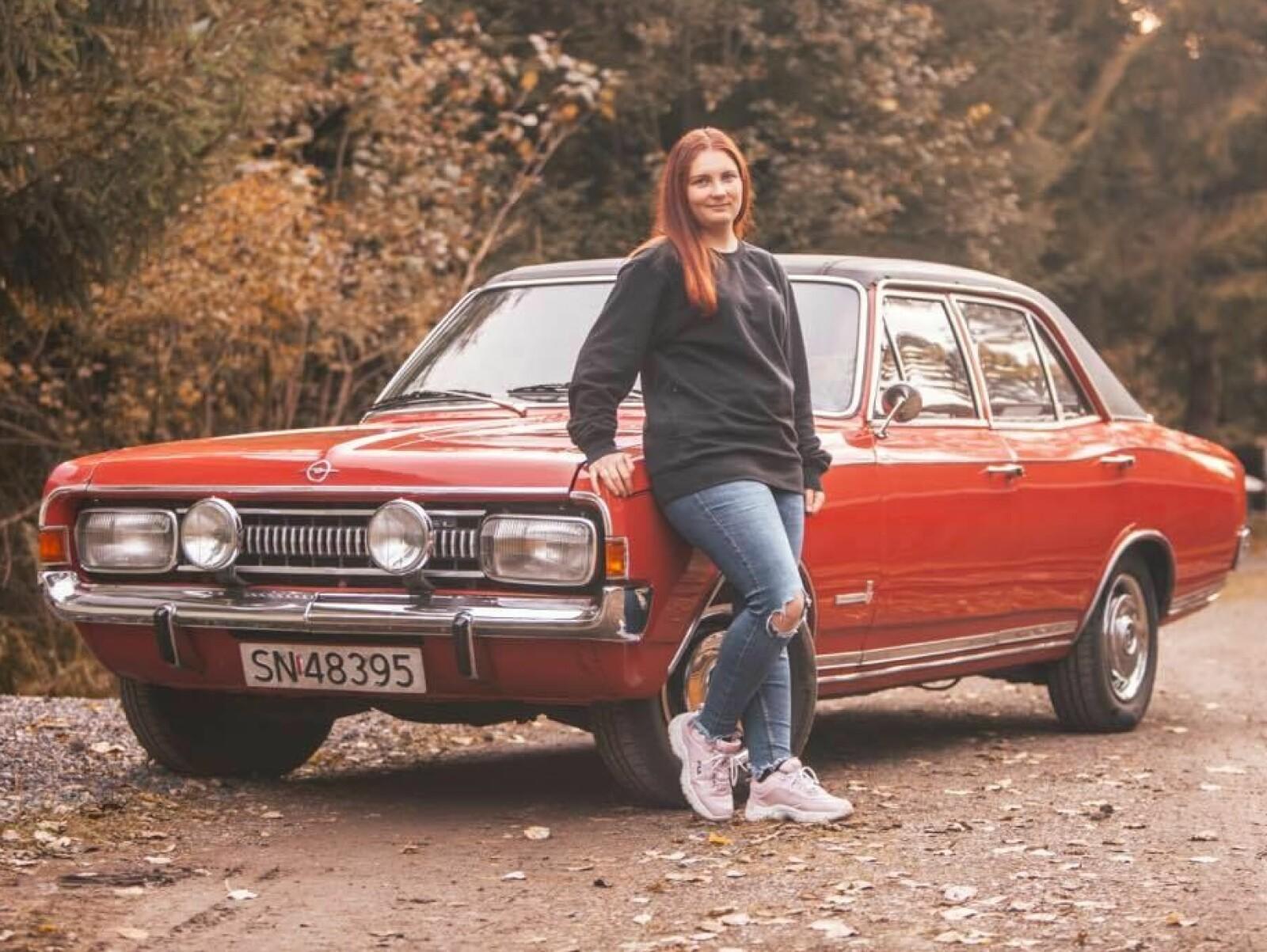 COMEBACK: Vanja Nygård i Holmestrand har gjort Opel kult igjen blant tusenvis av facebook-mennesker ved å dokumentere spontane innfall og kjøreturer med Opel Commodore.