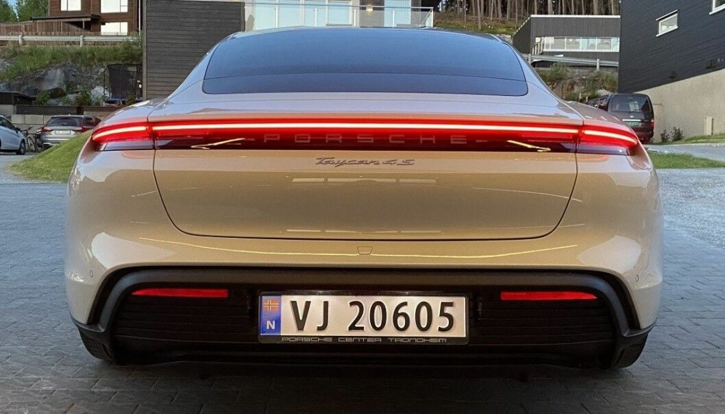 TREND: Porsche Taycan med geografisk skilt fra Trondheim, og ikke elbilskilt som begynner på E.
