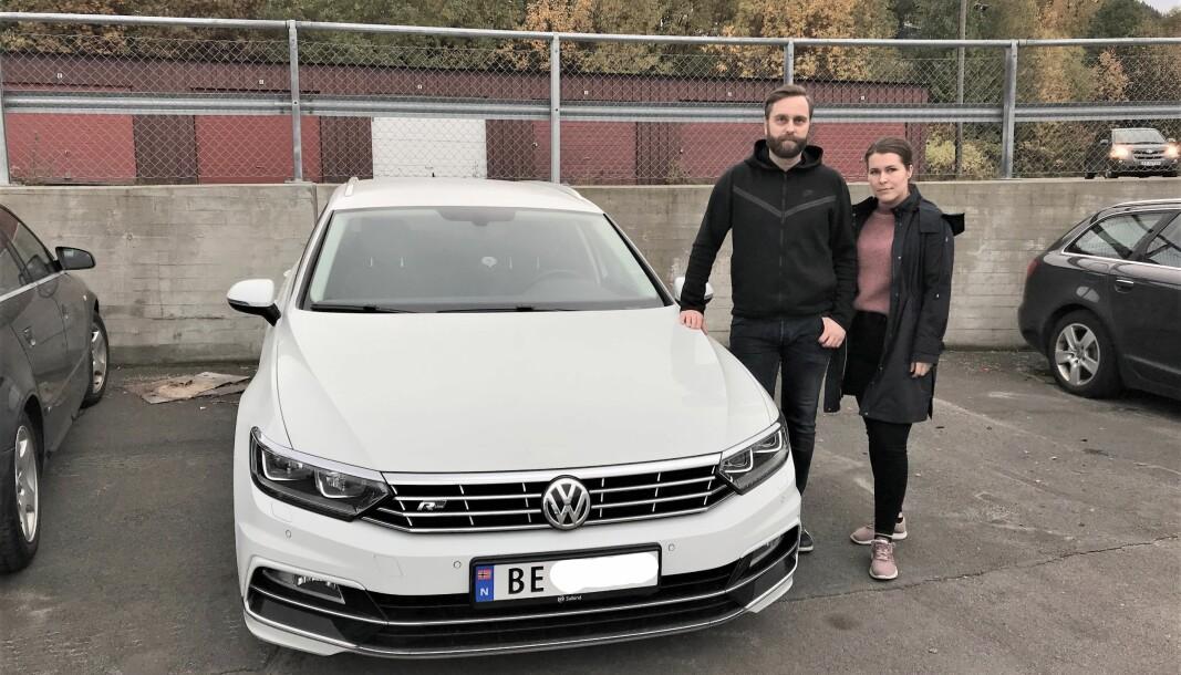 FORTVILET: Ida-Kristin Michalsen og Trond Martinussen trodde de hadde «nybilgaranti» på Passaten sin.