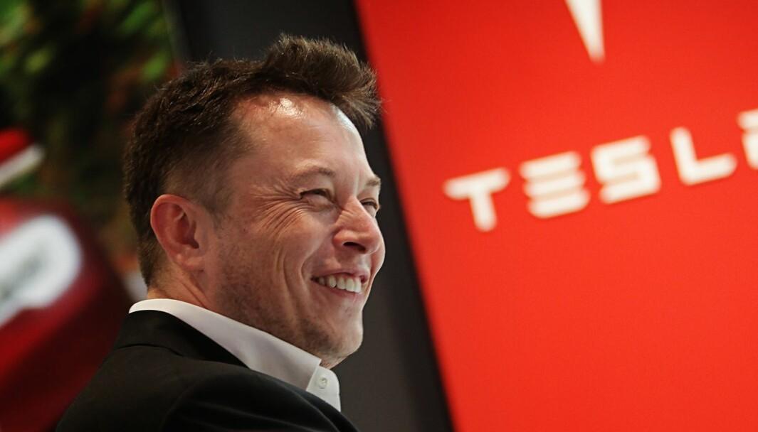 HAR TRUA: Tesla-sjef Elon Musk venter å innta verdenstoppen i 2022.