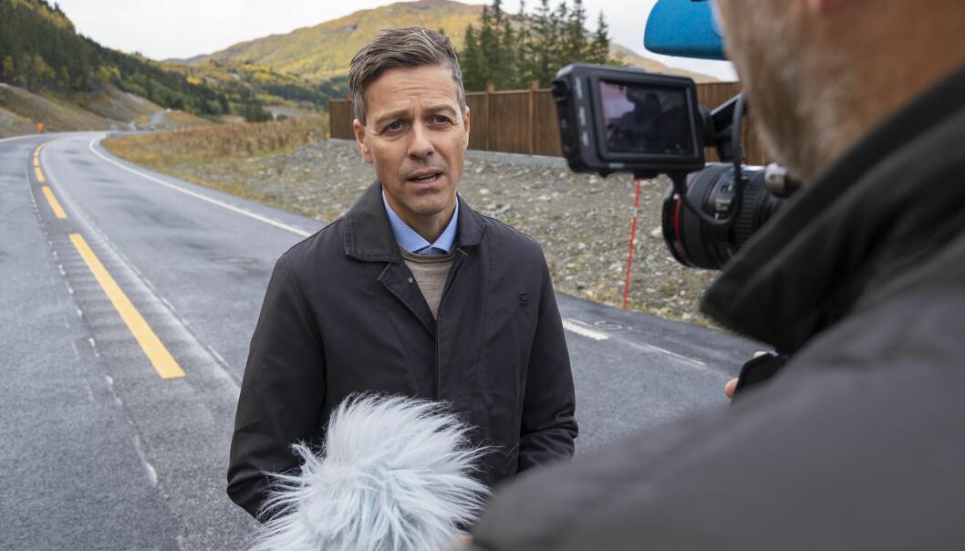 KAN KUTTE: Samferdselsminister Knut Arild Hareide sier flere elbiler kan gjøre bygging av tunneler billigere.