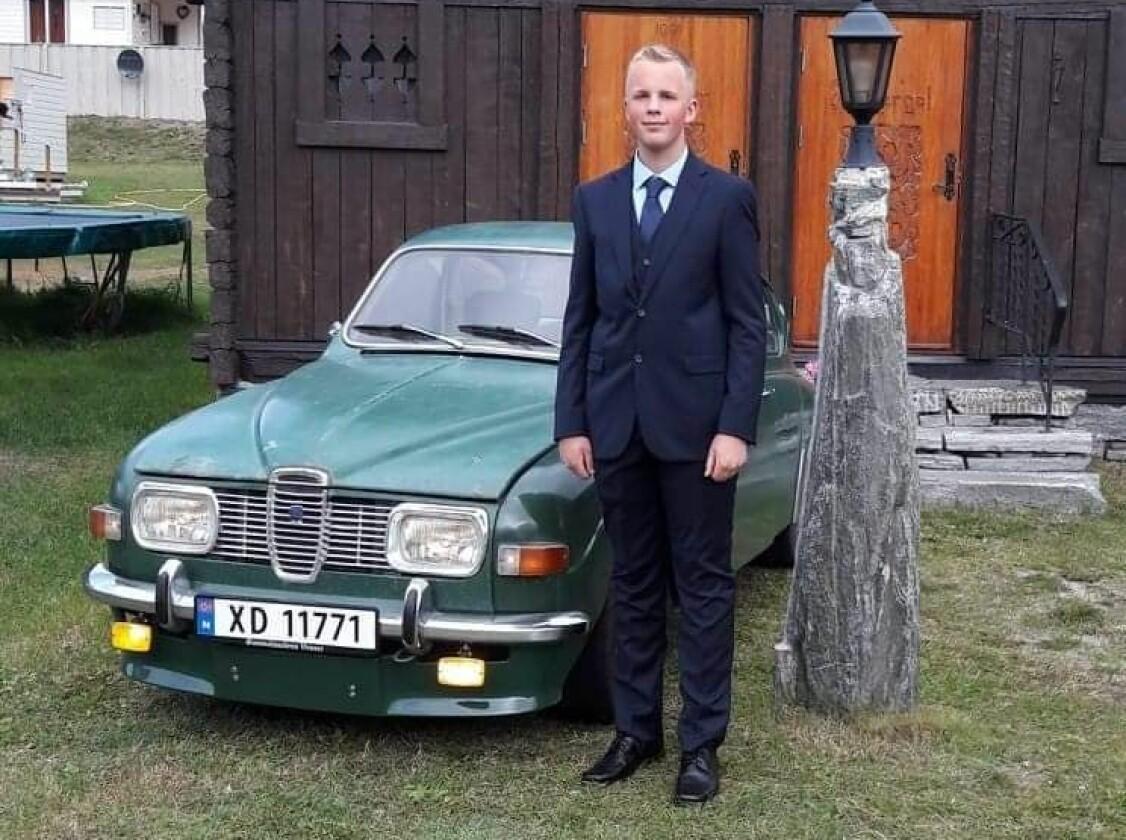 <b>VELGJORT: </b>15-åringen har Alf Tore Forberg på kort tid infiltrert det lokale Saab-miljøet i Skjåk i Oppdal. Det meste av vedlikeholdet på hans egen, grønne Saab 96 V4 1969-modell fikser han likevel selv.