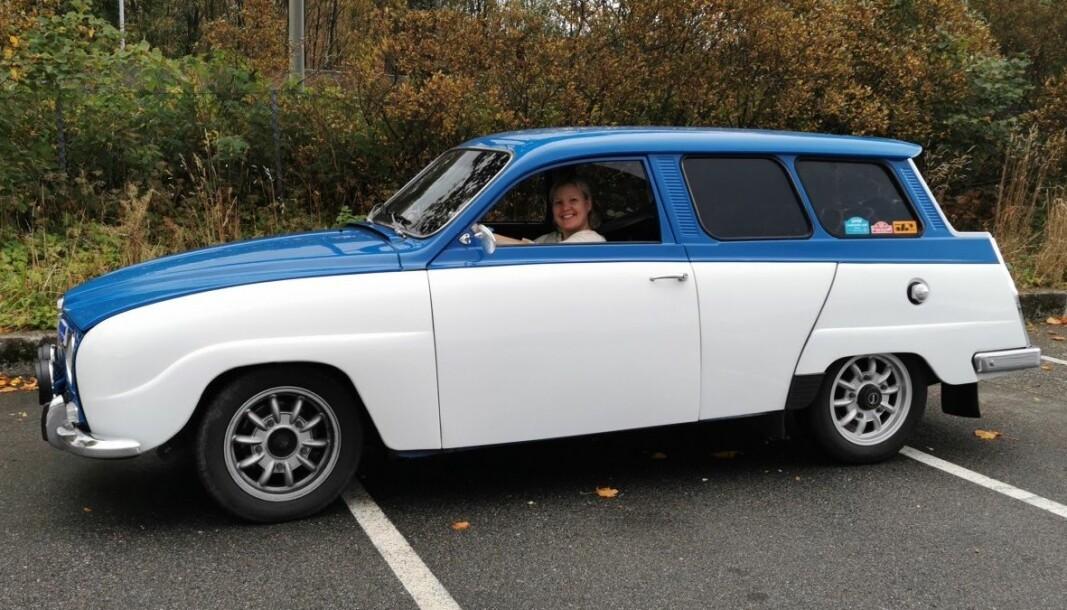 <b>FRA PAPP ER DU KOMMET…:</b> Mannen til Nina kom bærende hjem pappesker fulle av deler til denne Saab 95. Nå er den som ny.