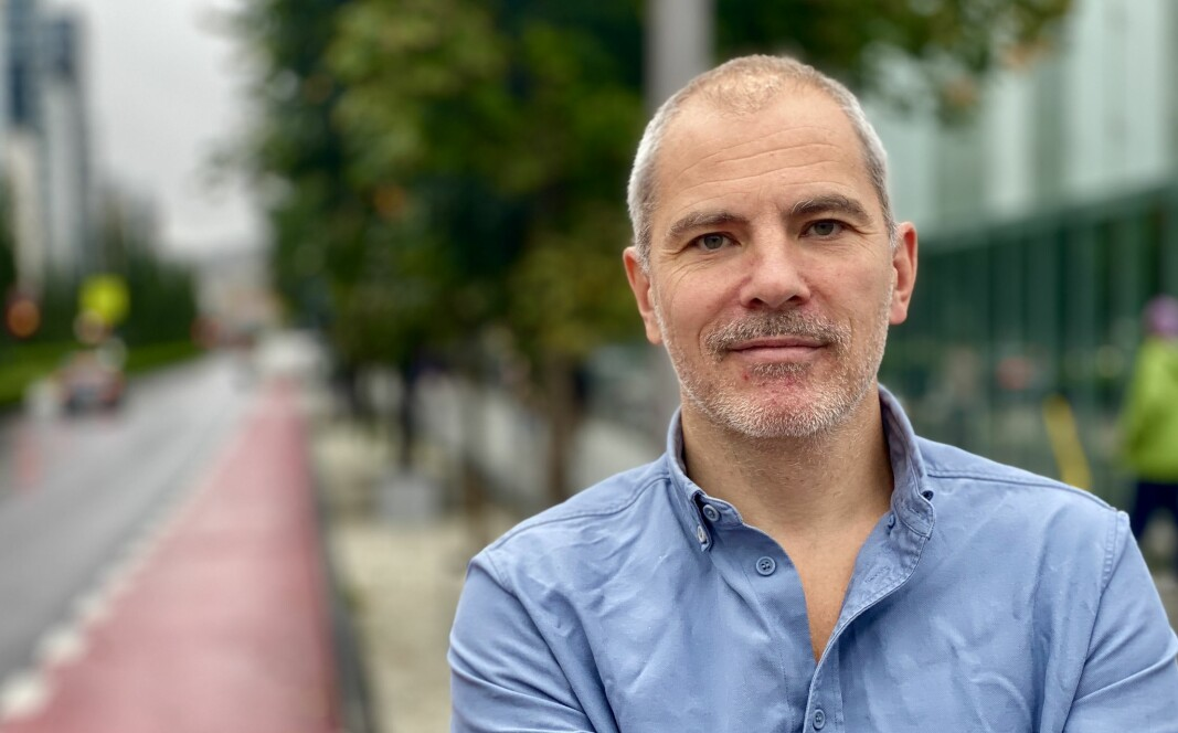 <b>NY BOK:</b> Ulrik Eriksen har skrevet bok om hvordan bilen dominerer norsk samferdsel.