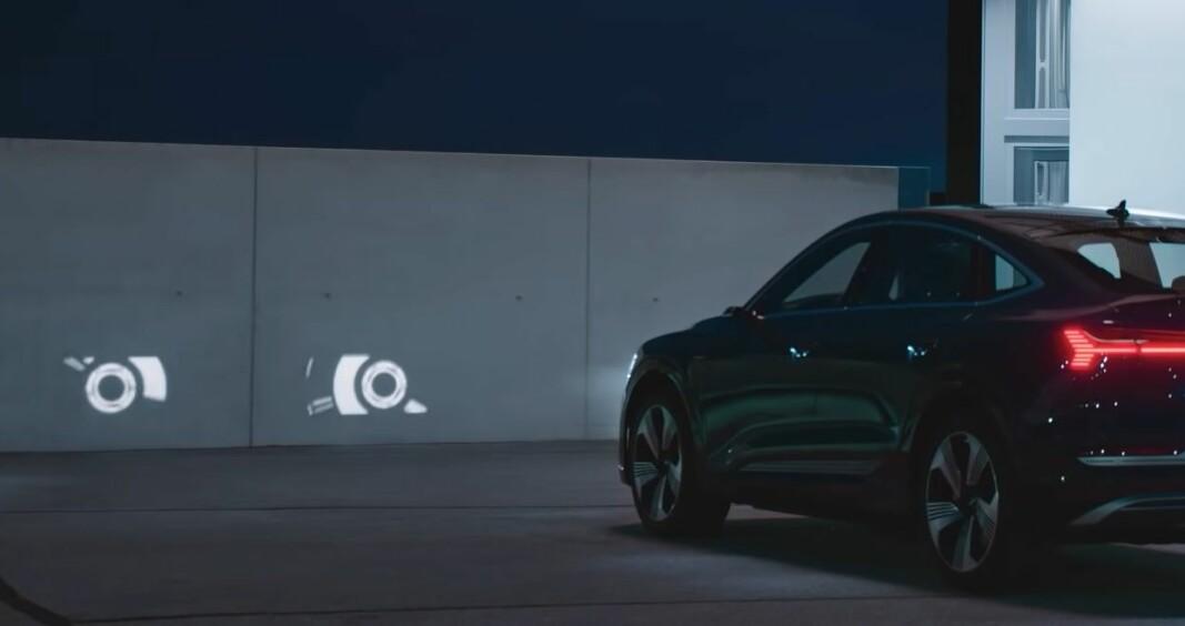 LEVENDE BILDER: Med den nye digital matrix LED-teknologien kan Audi-lyktene bli filmfremvisere. For eksempel.