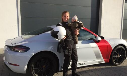 Visst pokker kjører kvinnfolk Porsche!