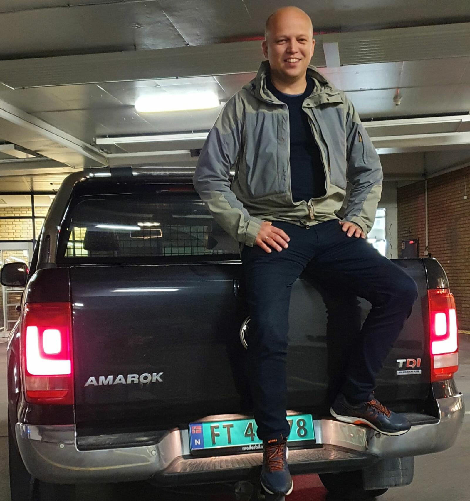 <strong>BILVALGET GIR NYE VELGERE:</strong> Trygve Slagsvold Vedum har erfart at VW Amarok gjør en god jobb som kontaktskaper uansett hvor han måtte stanse langs veien.
