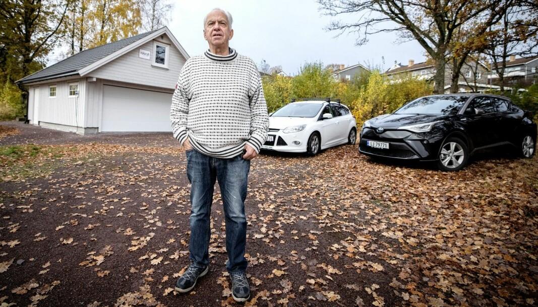 <strong>MÅTTE BETALE:</strong> Tor Håve måtte punge ut omregistreringsavgift for Toyotaen til høyre da han skulle omregistrere Forden til venstre.