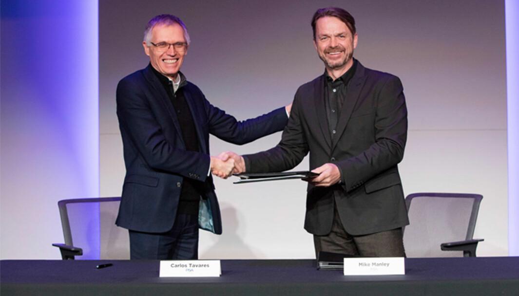 PENGER SPART: Partnerskapet med PSA og Carlos Tavares (t.v.) sparer mye penger for FCA-sjef Mike Manley.