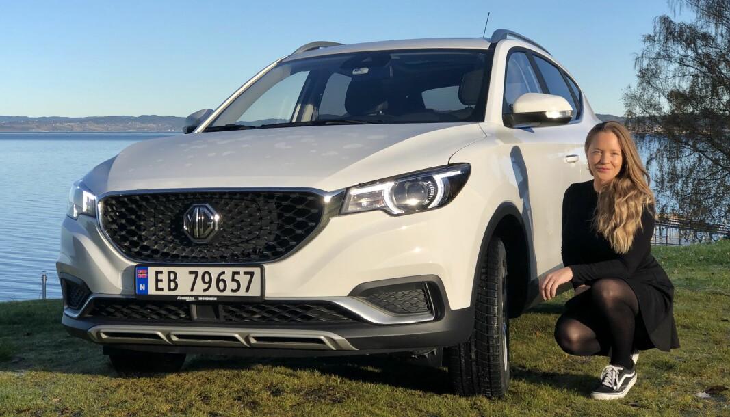 RIMELIG STILIG: Linn Therese Fjeldvær ser ingen «billigbil» i MG, tross startprisen på 239.890.