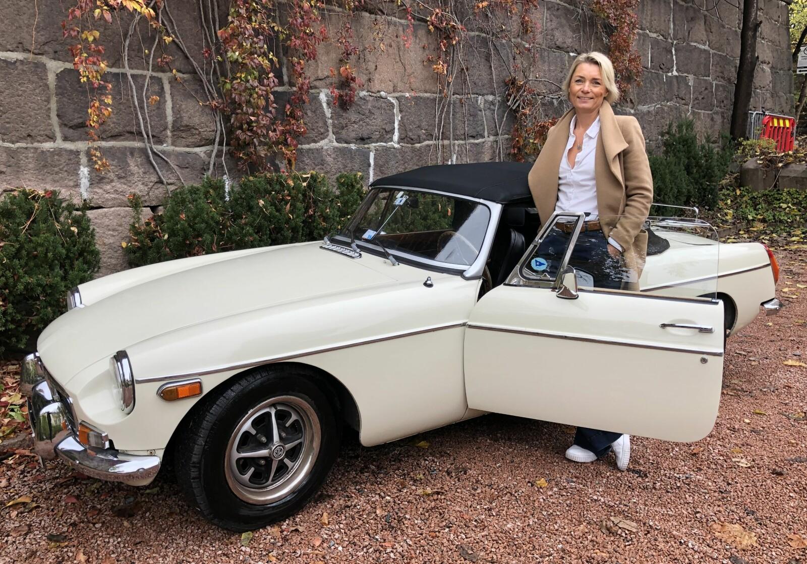 <strong>KLASSISK LYKKEPILLE: </strong>Vibeke Christiansen i Oslo valgte MG fordi hun liker gamle, engelske biler. Hun kjører en klassisk MG med stofftak, bagasjebrett og mye historie.