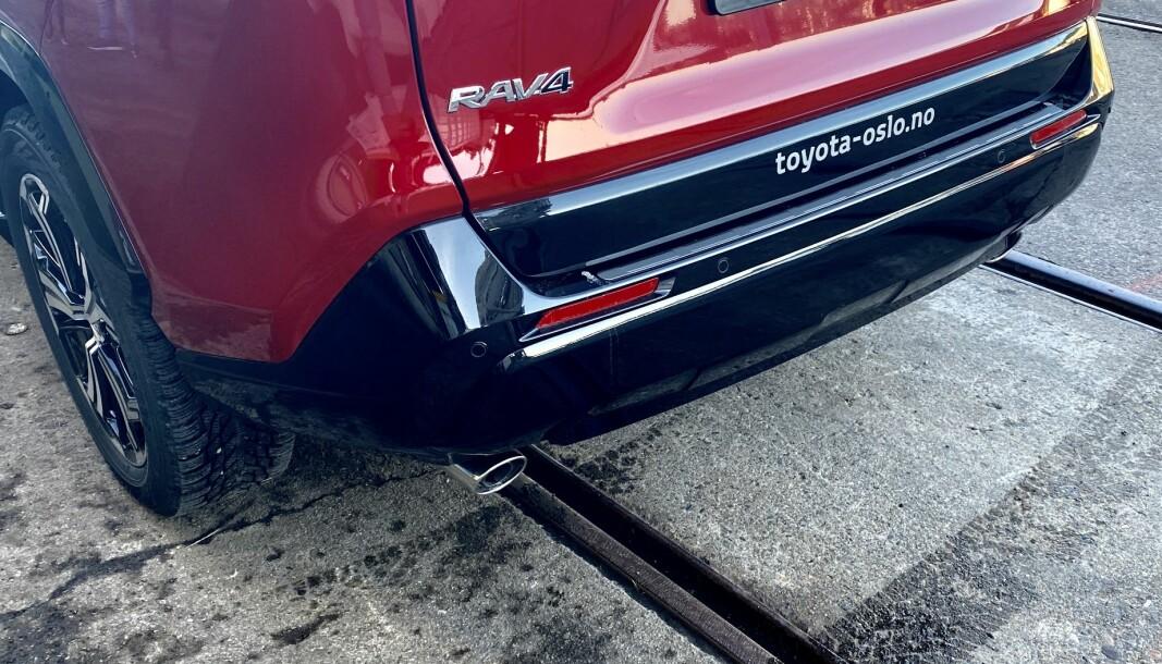 <strong>FINN ÉN FEIL:</strong> Nye Toyota RAV4 som ladehybrid – her uten hengerfeste.