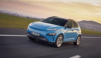 """<span class="""" font-weight-bold"""" data-lab-font_weight_desktop=""""font-weight-bold"""">FACELIFT:</span> Den elektriske rekkeviddekongen blant småbilene, Hyundai Kona, har nettopp kommet i oppgradert utgave. Den rustbehandles ekstra etter ankomst Norge."""
