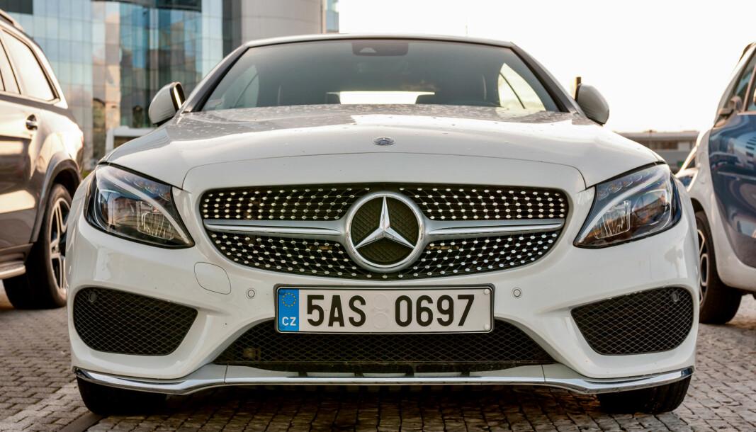 TAPTE ALT: Bilkunden solgte en Mercedes C200 til bilbutikken.