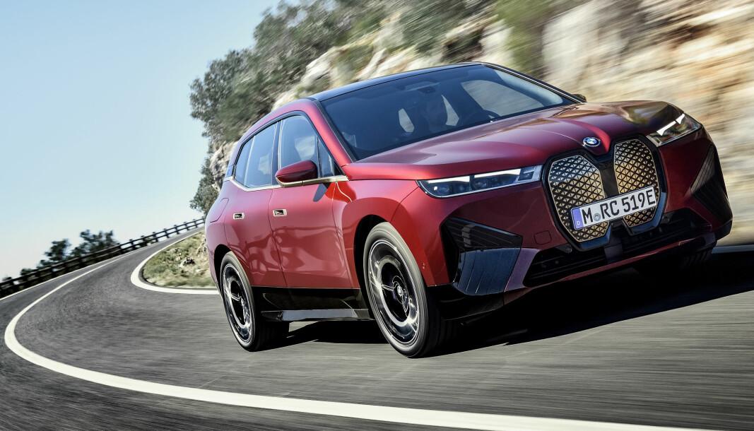 RETNINGSENDRING: Stilmessig representerer BMWs nye helelektriske SUV iX et klart brudd med dagens modeller.