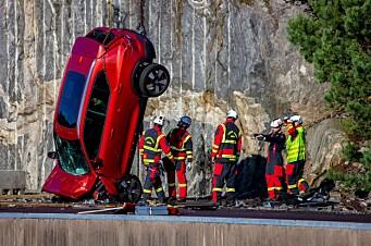 Her styrter Volvoen i bakken fra 30 meters høyde