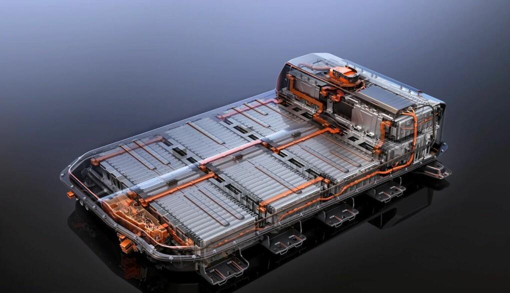 """<span class="""" font-weight-bold"""" data-lab-font_weight_desktop=""""font-weight-bold"""">UNDER BILEN: </span>Det store høyvoltbatteriet ligger under bilen, og kan sitte utsatt til ved kjøring over store ujevnheter eller påkjørsler."""