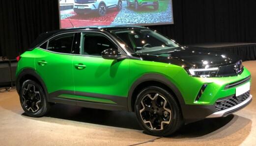 Hatten av for en fargerik Opel!