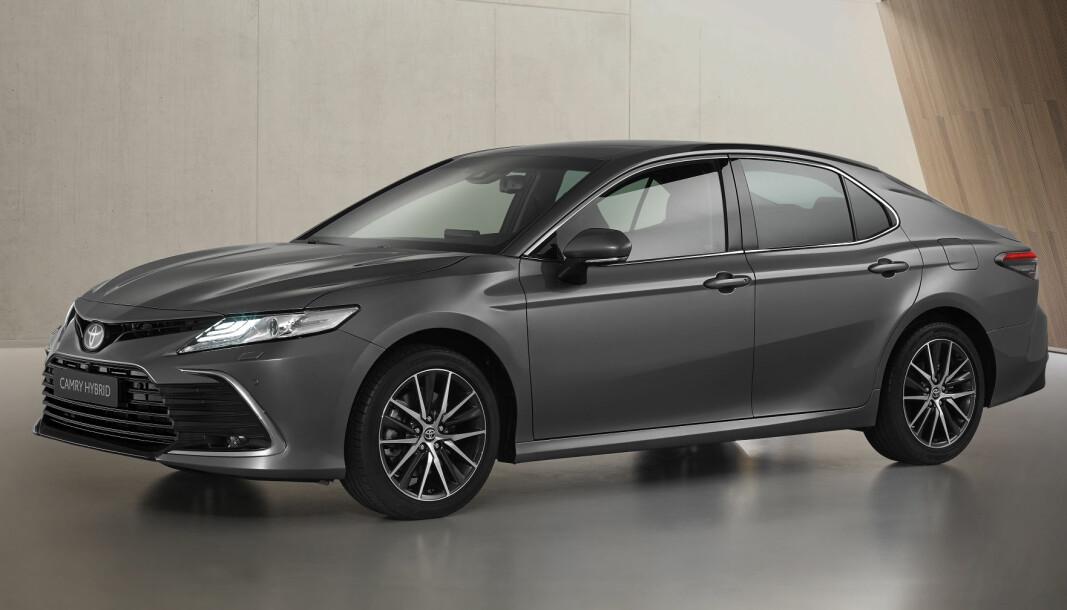 DISKRÉT: Bare de største Toyota-entusiastene ser faceliften på Camry.