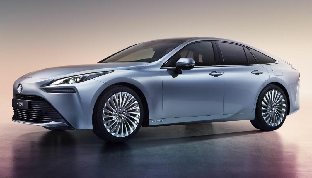 """<span class=""""font-weight-bold"""" data-lab-font_weight_desktop=""""font-weight-bold"""">FRA ANDUNGE TIL SVANE:</span> Toyota har fått mye skryt for den visuelle oppgraderingen av Mirai, Lexus-inspirert med 20 tommers dekk på toppmodellen."""