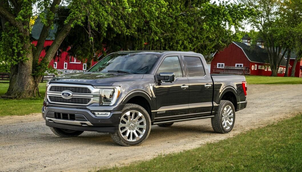 """<span class="""" font-weight-bold"""" data-lab-font_weight_desktop=""""font-weight-bold"""">TOPPSELGER:</span> Pickupen Ford F-150 (her den nye 2021-modellen), er USAs mest solgte bil og har vært det i 43 år."""