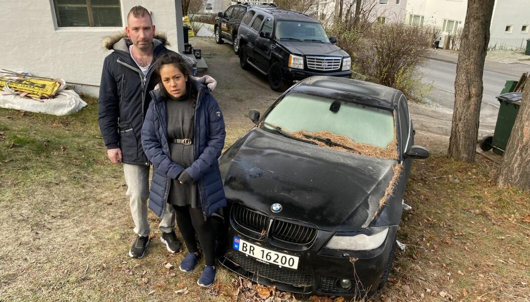 MÅ VENTE: Cindy Rivas-Montano og Daniel Lundgren får ikke hjelp med sin bruktbilklage før utpå våren.