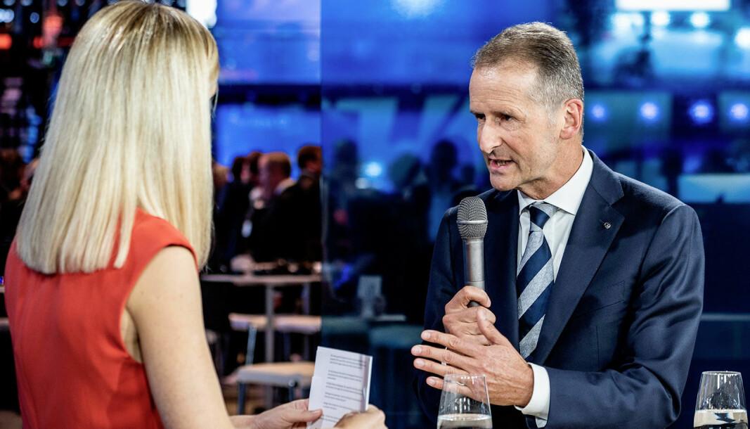 NÅ SKAL DU HØRE…: VWs konsernsjef Herbert Diess intervjuet under lansering av ID.3.