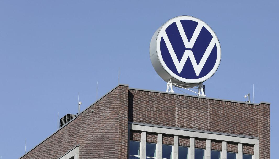 NYE TIDER: Den nye logoen på den ikoniske VW-bygningen i Wolfsburg.